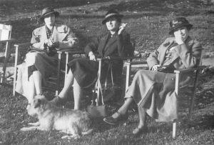 sidonie, wjera (centro) e a mãe de wjera